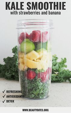 10 Healthy Smoothie Recipes To Improve Your Life - Beauty Bites Kale smoothie with banana and strawberries is a refreshing and easy snack full of antioxidants. This green smoothie is fat-burning, vegan, gluten-free, paleo and helps detox your body. Fruit Smoothies, Smoothies Vegan, Kale Smoothie Recipes, Smoothies Detox, Kale Recipes, Strawberry Smoothie, Banana Recipes, Detox Recipes, Healthy Recipes