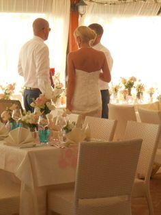 Un pranzo di nozze alla Taverna di Bibbiano, l'agriturismo romantico ideale dove organizzare il vostro matrimonio in Toscana, la vostra luna di miele, le vostre vacanze romantiche.