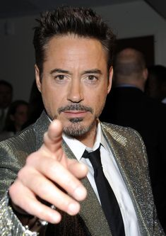 robert-downey-jr-iron-man-at-avengers-premiere-tribeca-film-festival-new-york.jpg (1000×1415)