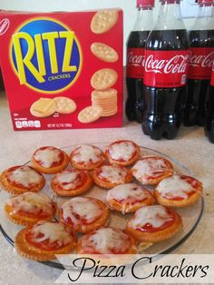 Pizza Crackers for your next Big Game - Preparing Snacks For Your Children Crackers Appetizers, Appetizers For Kids, Finger Food Appetizers, Christmas Appetizers, Appetizer Recipes, Snack Recipes, Pizza Appetizers, Christmas Snacks, Detox Recipes
