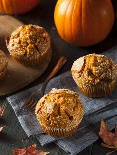 Muffins à la citrouille : Recette de Muffins à la citrouille - Marmiton Pumpkin Cheesecake Recipes, Pumpkin Recipes, Fall Recipes, Sweet Recipes, Halloween Desserts, Halloween Cakes, Quinoa Lunch Recipes, Pumpkin Deserts, Easy Diner
