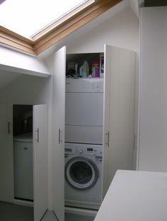 wasmachine en droogkast in inbouwkast