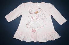 Next Tunikakleid aus Baumwolle mit Rüschen und 3D Muster. Gr. 62-68 (3-6 Mon.) 8,00 € Next, Kind Mode, 3d, Sweaters, Fashion, Tunic, Patterns, Cotton, Gowns