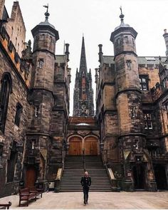 Spectacular Street Photos in Edinburgh by Ian G Black Escocia. Oh The Places You'll Go, Places To Travel, Places To Visit, Voyage Europe, Destination Voyage, Inverness, Scotland Travel, Scotland Vacation, Scotland Uk