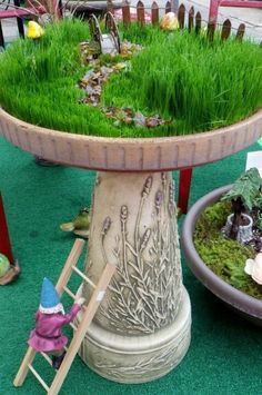 Have you heard of those adorable Fairy gardens? A Fairy Garden is basically a miniature garden made of natural materials Mini Fairy Garden, Fairy Garden Houses, Diy Garden, Gnome Garden, Garden Crafts, Garden Projects, Fairy Gardening, Mini Terrarium, Garden Terrarium