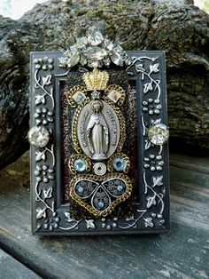 Another cool altar. Religious Icons, Religious Art, Wicca, Image Jesus, Home Altar, Holy Mary, Altered Art, Altered Tins, Catholic Art