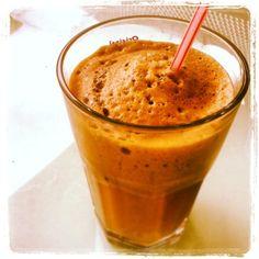 Nescafe Frappe - der Griechische Kaffee - Anleitung zum Selbermachen. Man benötigt Nescafe Frappe, Milch, Wasser, Milchaufschäumer, Eiswürfel