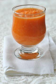 Sárgarépás narancsturmix. A sárgarépa gazdag antioxidánsokban és ásványi anyagokban. A narancs gyomorerősítő, emésztést serkentő, étvágyjavító, vértisztító. Smoothie Bowl, Smoothies, Cocktail Drinks, Milkshake, Healthy Drinks, Beverages, Paleo, Food And Drink, Cooking Recipes