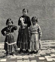 NAVAJO CHILDREN , circa 1920