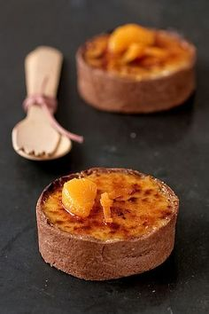 Tangerine Creme Brulees Tartelettes - These are precious, and I'm sure they're full of flavor. I would also make this recipe with just regular creme brulee. The tartelette idea is great for a party. Köstliche Desserts, Delicious Desserts, Dessert Recipes, Yummy Food, Plated Desserts, Sweet Pie, Sweet Tarts, Winter Torte, Sweet Recipes