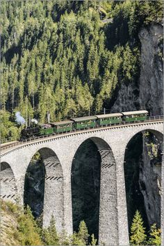 Historical steam train at Landwasser Viaduct, Grisons, Switzerland | Historische Dampflok auf dem Landwasser Viadukt, Graubuenden, Schweiz