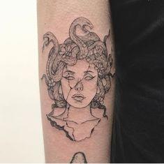 Medusa tattoo - Medusa tattoo – – You are in the right place about Medusa tattoo Tattoo Design - Mini Tattoos, Wörter Tattoos, Body Art Tattoos, Small Tattoos, Sleeve Tattoos, Cool Tattoos, Tatoos, Dream Tattoos, Medusa Tattoo Design