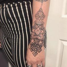 @naga_tattooer done this beautiful cuff piece yesterday.. she's taking bookings and has loads of flash available. for all inquiries please email the studio: sydenham_ink@outlook.com #tattoo #tattooed #tattooist #mandala #mandalatattoo #mandaladesign #dotwork #dotworkdesign #dotworktattoo #femaleartist #femaletattooartist #londontattoo ##londonartist #londontattoostudio #veganink #art #instapost #instagood #ink #lineworktattoo #ornamentaltattoo | Artist: @sydenhamink