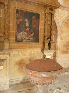 """BOISCOMMUN, Loiret (45) - Eglise Notre-Dame - Les fonds baptismaux - C'est là, oui, là que Marie Rose et son époux Etienne DURAND ont dû faire baptiser leur fils Etienne vers 1780... La peinture était peut-être déjà accrochée au mur ...  Cliché : """"aig33"""" (Eric Prieur) sur flickr.com"""