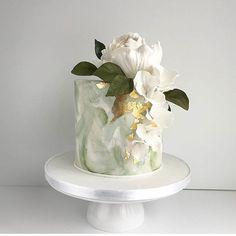 pistachio green + gold cake