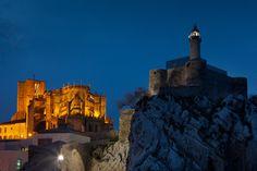 Faro del Castillo de Santa Ana (Castro-Urdiales, Cantabria). Uno de los faros más bonitos de España.