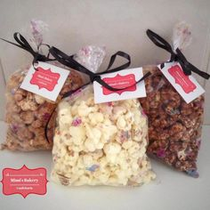 Pipoca Gourmet                                                                                                                                                                                 Mais Donuts, Popcorn Packaging, Sugar Factory, Banana Chips, Popcorn Recipes, Happy Foods, Cupcakes, New Flavour, Bake Sale
