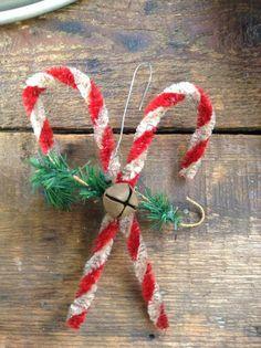 handmade pipe cleaner ornament Retro Christmas, Christmas Love, Diy Christmas Ornaments, Diy Christmas Gifts, Holiday Crafts, Pipe Cleaner Crafts, Pipe Cleaners, Primitive Christmas, Primitive Decor