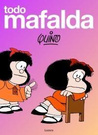 Todo Mafalda - Quino con cada uno de sus libros, lleva ya muchos años demostrándonos que los niños son los depositarios de la sabiduría. Lo malo para el mundo es que a medida que crecen van perdiendo el uso de la razón, se les olvida en la esucela lo que sabían al nacer, se casan sin amor, trabajan por dinero, se cepillan los dientes, se cortan las uñas, y al final -convertidos en adultos miserables- no se ahogan en un vaso de agua sino en un plato de sopa.