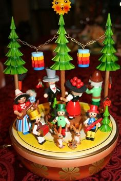 """STEINBACH German Music Box """"Jubilee Dancers""""  LOVE these old music boxes!"""