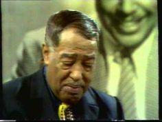 Duke Ellington uno dei più importanti compositori di tutta la storia del jazz in un concerto curioso: non c'è pubblico, anche se Duke presenta i pezzi come se ci fosse.