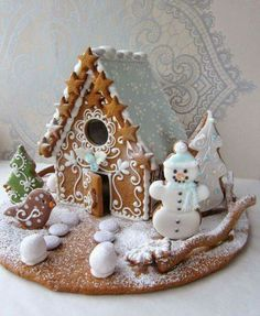 A gingerbread house is sooo adorable and pretty! But these incredible ones take gingerbread houses to the next level! Cool Gingerbread Houses, Gingerbread House Designs, Christmas Gingerbread House, Christmas Sweets, Noel Christmas, Christmas Goodies, Christmas Baking, Gingerbread Cookies, Christmas Crafts