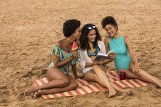 """A @cea_brasil escolheu 6 clientes e perguntou: """"o que tem a cara do verão pra você?"""". Em Manaus a @euchaaycurte aproveita a estação com as amigas passeando pela orla de Ponta Negra curtindo a praia e não abre mão de um passeio de bicicleta pela cidade. Para garantir o conforto: shorts jeans camisetas coloridas e maiô claro! #promoglamour  via GLAMOUR BRASIL MAGAZINE OFFICIAL INSTAGRAM - Celebrity  Fashion  Haute Couture  Advertising  Culture  Beauty  Editorial Photography  Magazine Covers…"""