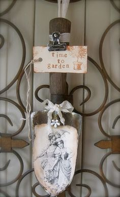 up cycled garden trowel message/photo holder... love this idea,make trowels into other things.