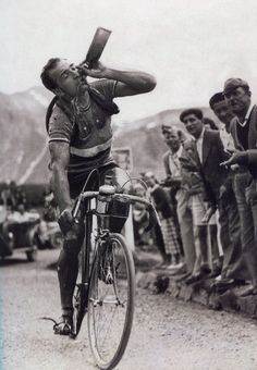 Cyclistes et papilles Roger Lapébie (TDF 1937) © Collection Pascal Sergent