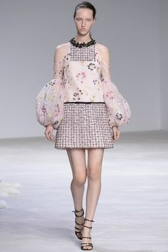 See the complete Giambattista Valli Spring 2016 Couture collection.