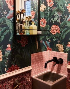 Modern Home Decor Highly patterned contrasting wallpaper against a small pink-tiled sink.Modern Home Decor Highly patterned contrasting wallpaper against a small pink-tiled sink. Small Bathroom Wallpaper, Bathroom Small, Wallpaper Toilet, Tropical Bathroom, Small Toilet Room, Pink Tiles, Yellow Tile, Downstairs Toilet, Beautiful Bathrooms