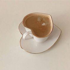 Imagem de aesthetic, coffee, and drinks Cream Aesthetic, Brown Aesthetic, Aesthetic Food, Aesthetic Coffee, Coffee Break, Coffee Time, Tea Time, Milk Tea, Cute Food