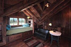 Rustic Ranch bedroom design for the attic Attic Bedroom Designs, Attic Bedrooms, Attic Design, Target Home Decor, Cheap Home Decor, Interior Architecture, Interior Design, Wooden Architecture, Cabin Interiors