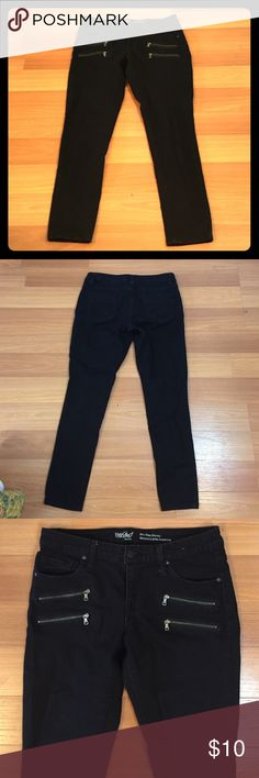 ❗️SALE❗️Edgy Mid-Rise Skinny Jeans❗️SALE❗️ Black mid rise skinny jeans. Fit like a 4. Edgy zipper front pockets. Great for a night out!  Worn once and in excellent condition! Mossimo Supply Co. Jeans Skinny
