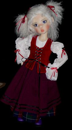 """Miki, Kaye Wiggs' fair elf, in """"Jennet"""" outfit by Martha Boers (Antique Lilac)"""