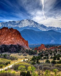 Pikes Peak towering over Garden of the Gods in Colorado Springs, Colorado. Went into Pikes Peak but did not make it to the summit due to the threat of the Waldo Canyon fire in Colorado Springs, Denver Colorado, Road Trip To Colorado, Colorado Homes, Brighton Colorado, Colorado Country, Colorado Cabins, Colorado Trail, Visit Colorado