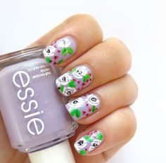 #31dc2016 day 6 #violetnails  I adore floral patterns! This was inspired by awesome @riflepaperco  Base color is beautiful @essiepolish #fullsteamahead @essiepolska  I love such bright pastel purples so much! Full video on YT soon ➡️link in bio⬅️ Follow #31dc2016theCieniu for more⬅️