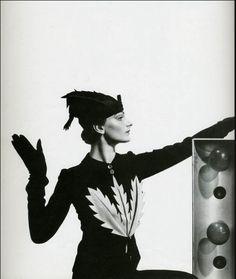modèle Schiaparelli photo Cecil Beaton 1935