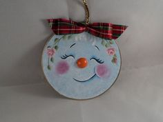 Christmas Snowman/Snowlady Ornament on by BrushedByAnAngel on Etsy. Love this upcycled CD. Beautiful job on the painting! Getting this for the kids! Painted Christmas Ornaments, Felt Christmas, Christmas Snowman, Christmas Greenery, Christmas Decorations, Snowman Ornaments, Snowmen, Christmas Crafts To Make And Sell, Christmas Projects