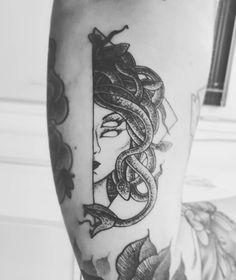 "865 Likes, 9 Comments - Christiane Hensel (@chrishensel) on Instagram: ""MEDUSA. ❤ @danielvasconcellostattoo obrigada por mais um trampo foda! #tattoo #blackwork…"""