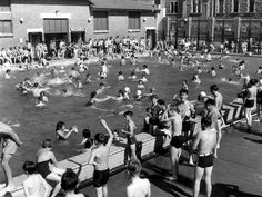 People at the city swimming pool on King William Road, 1950.