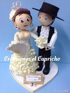 Creaciones el Capricho: Novios vestidos de flamencos para una tarta de bodas.