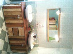 Bathroom furniture / Meuble de salle de bains #Bathroom, #Pallet, #WineRack, #Wood