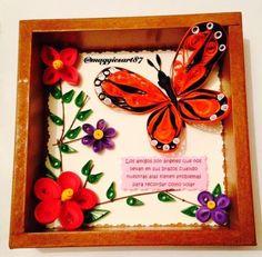 Con mucho amor para Luz!!! Cuadro de madera con un fino decorado!  Contáctanos en Facebook! Link en la biografia!  #biografia #artesaniamexicana #regalo #hechoamano #filigrana #filigranadepapel #cuadro #monarca #mariposas #decoracion #amor #amistad