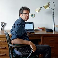 Author Sandra Danby selects pictures of famous writers. Today, Jonathan Franzen author of 'The Corrections', 'Freedom' and 'Purity'. Jonathan Franzen, Writers And Poets, Writers Write, Creative Teaching Press, Poems Beautiful, Good Neighbor, Blog Writing, Storytelling, Books To Read