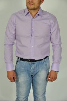 Camasa Hugo & Boss Compozitie: 100% bumbac Caracteristici: maneca lunga Spalare 30 °  Info Model Modelul poarta o camasa marimea L. Dimensiuni Model: 1.80 cm inaltime, 90 kg
