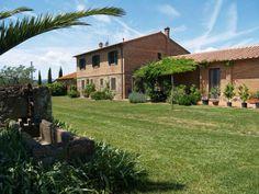 8 Bedroom Farmhouse in Castiglione della Pescaia to rent from £400 pw. With Log fire and TV.