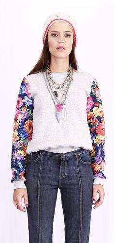 Buzo con mangas floreadas de algodón de la tienda De Las Bolivianas