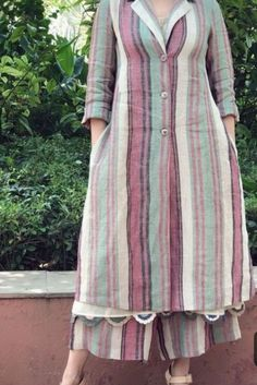 #Summers are here and its time to dazzle in pretty cotton prints. But who said that you have to necessarily mix and match #prints which can get quite tricky at times. Well these #kurta sets will prove that ensembles in same prints look great too. Have a look…. #Threads  Simple Kurta Designs, New Kurti Designs, Kurta Designs Women, Kurti Designs Party Wear, Stylish Dress Designs, Designer Party Wear Dresses, Indian Designer Outfits, Casual Indian Fashion, Sleeves Designs For Dresses