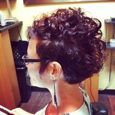 Had a blast with this #curly #shorthaircut #hair #haircut #shorthair #curlyhair #curls #hairstylist #texture #style #shorthairphotos #pixie #pixiehaircut #thisismyart - @dillahaj- #webstagram